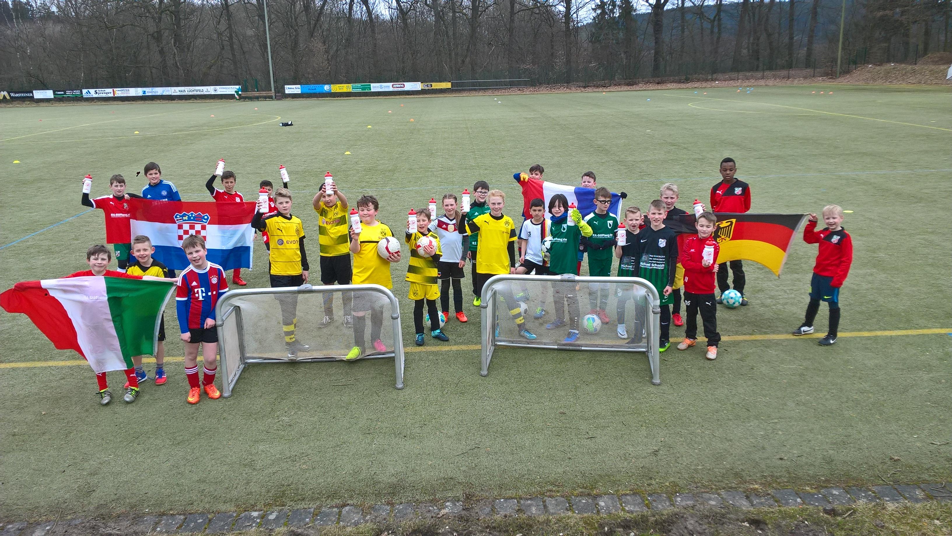 """Zwei """"Ostereier"""" beim 18. Fußballcamp"""